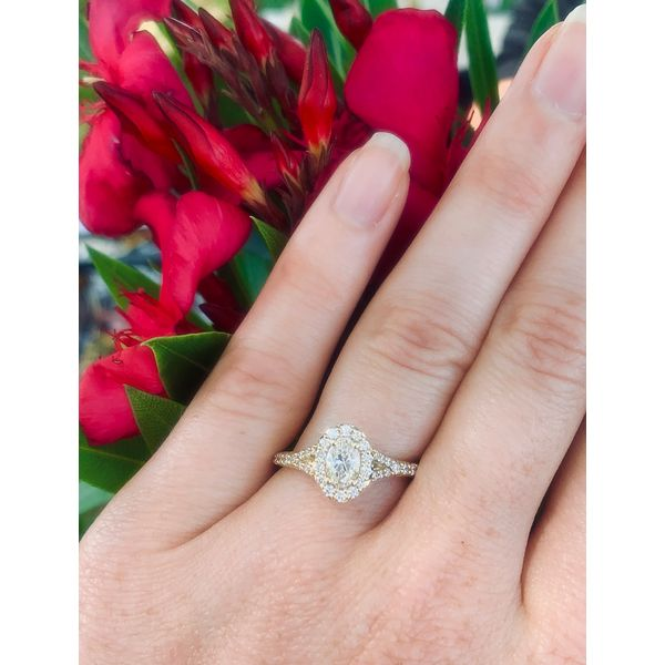 Oval Shape Diamond Halo Engagement Ring Image 2 Armentor Jewelers New Iberia, LA