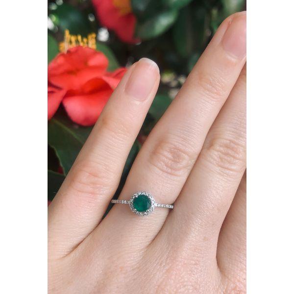 Round Emerald Halo Ring Image 4 Armentor Jewelers New Iberia, LA