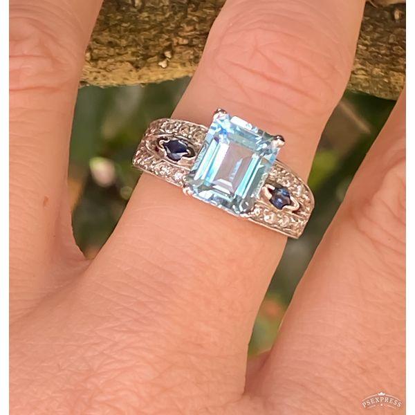 ESTATE BLUE TOPAZ RING Diamond Jewelers Gulf Shores, AL