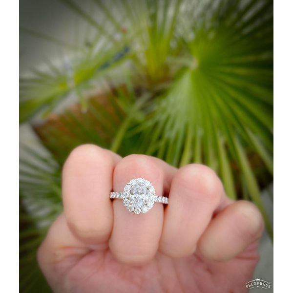 OVAL ENGAGEMENT RING Diamond Jewelers Gulf Shores, AL