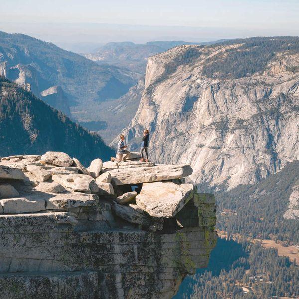 proposing-yosemite-edge-of-a-cliff