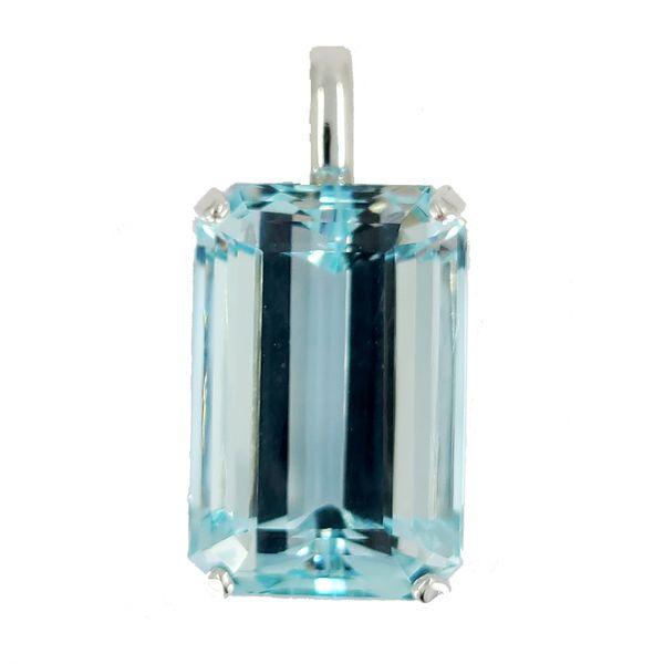 emerald-cut-aquamarine-pendant