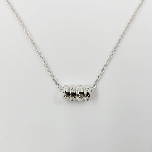 18K-white-gold-and-diamond-pendant