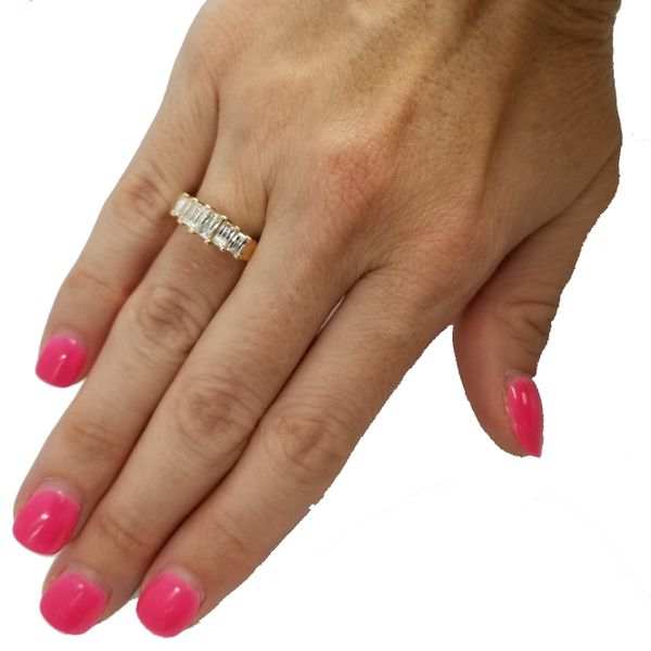 Yellow-Gold-Emerald-cut-diamond-ring
