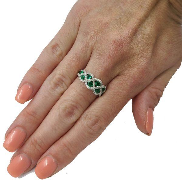 emerald-diamond-ring