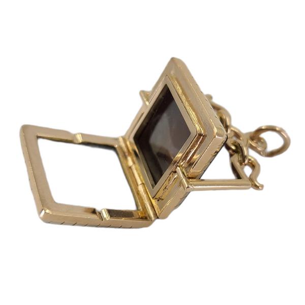 vintage-onyx-relief-locket-charm-pendant