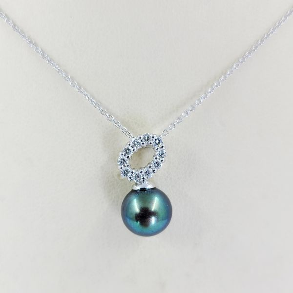 cultured-pearl-and-diamond-necklace