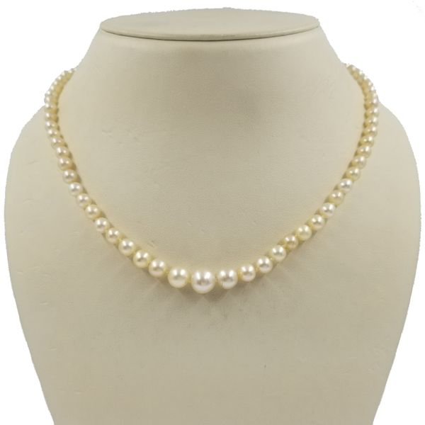 Graduated-Pearl-Necklace
