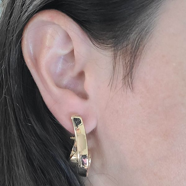 yellow-gold-curved-drop-earrings