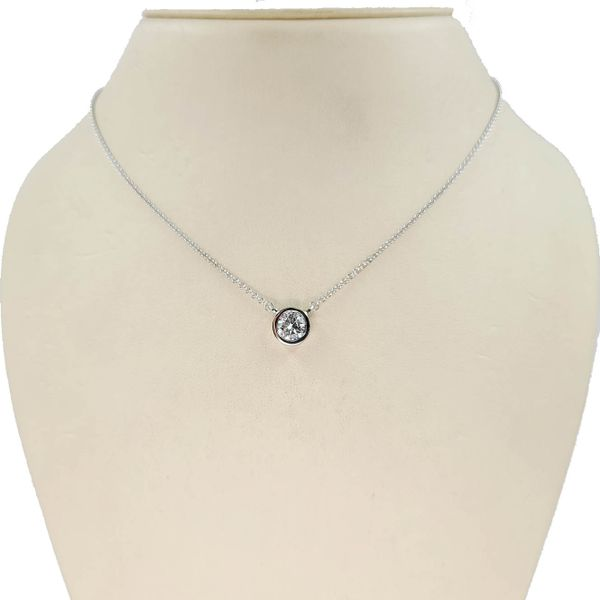 Diamond-Bezel-necklace