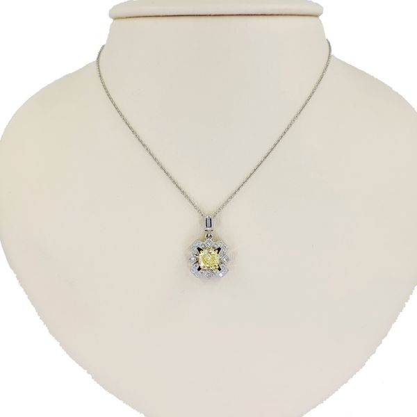 yellow-diamond-and-diamond-pendant-necklace