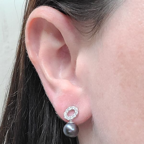cultured-pearl-and-diamond-earrings