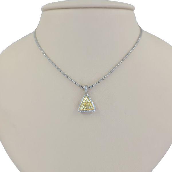 Natural-yellow-diamond-trilliant-pendant-necklace