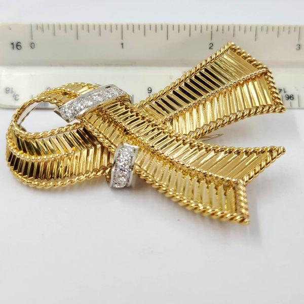 Yellow-gold-diamond-ribbon-pin