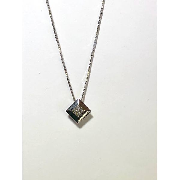 Princess cut diamond solitaire pendant Jerald Jewelers Latrobe, PA