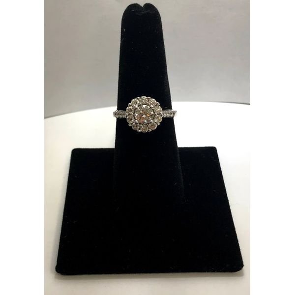ROUND DIAMOND ENGAGEMENT RING Jerald Jewelers Latrobe, PA