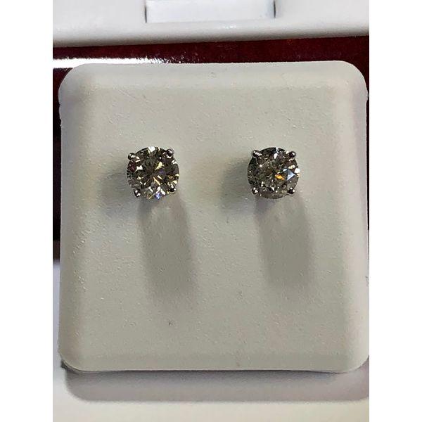 Diamond Stud e Jerald Jewelers Latrobe, PA