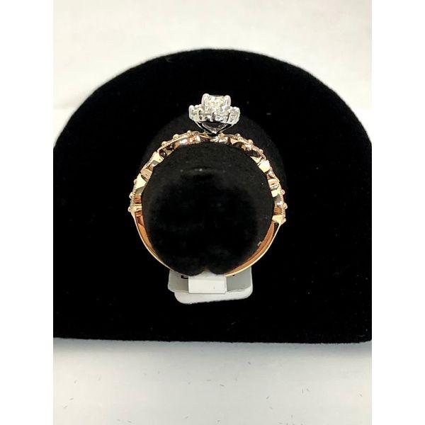 OVAL HALO DIAMOND ENGAGEMENT RING Image 3 Jerald Jewelers Latrobe, PA