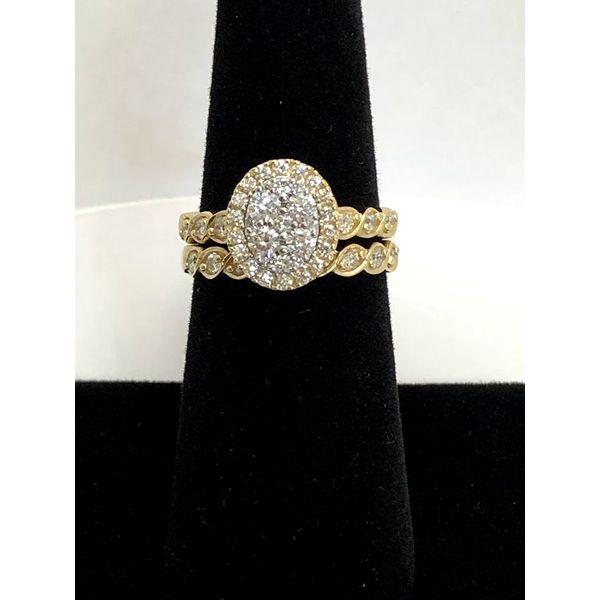 CLUSTER DIAMOND ENGAGEMENT Image 3 Jerald Jewelers Latrobe, PA