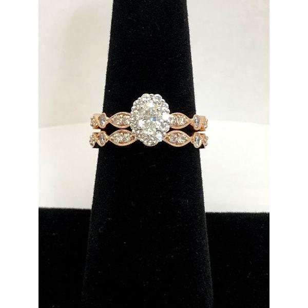 OVAL HALO DIAMOND ENGAGEMENT RING Image 4 Jerald Jewelers Latrobe, PA