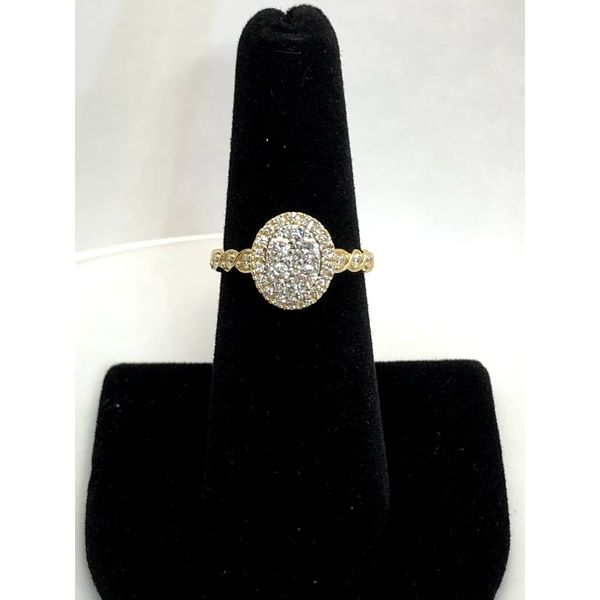 CLUSTER DIAMOND ENGAGEMENT Jerald Jewelers Latrobe, PA