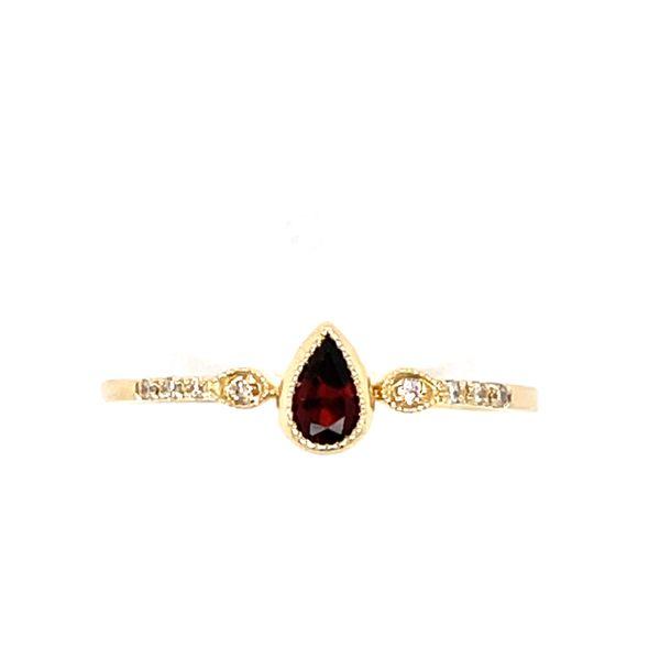 14 kt Yellow Gold Garnet Ring