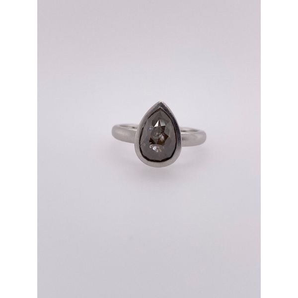14 kt White Gold Engagement Ring with Gray Diamond