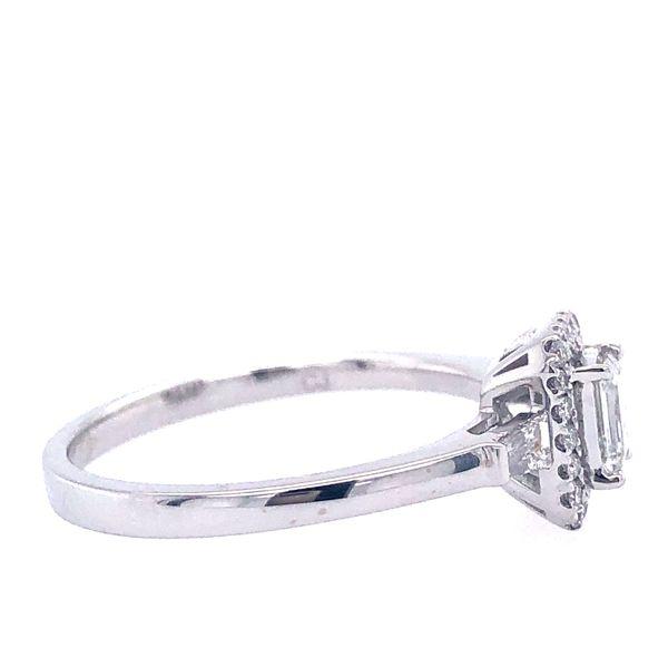 14 kt Emerald-Shaped Diamond White Gold Engagement Ring