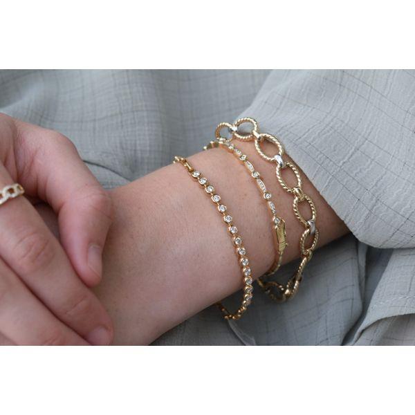 14K Two-tone Link Bracelet Image 2 Parris Jewelers Hattiesburg, MS