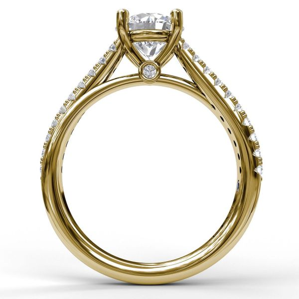 Yellow Gold Round Cut Solitaire With Criss Cross Band