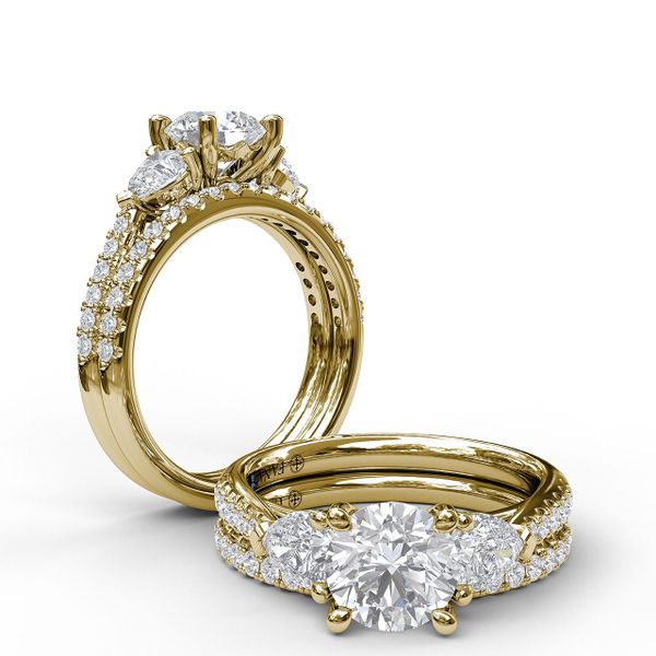 14 kt Yellow Gold 3-Stone Engagement Ring
