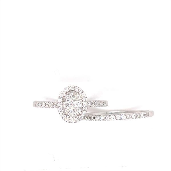 14 kt White Gold Oval Cluster Engagement Ring