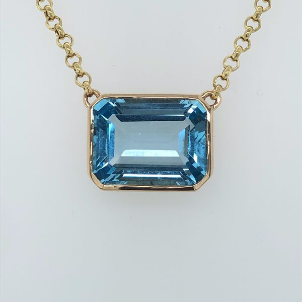 14 kt Yellow Gold Blue Topaz Necklace