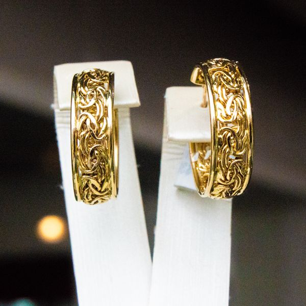 Weave Pattern Gold Hoop Earrings Image 2 Toner Jewelers Overland Park, KS