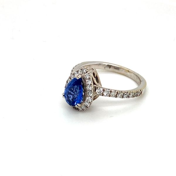 Estate Sapphire Ring Image 3 Toner Jewelers Overland Park, KS