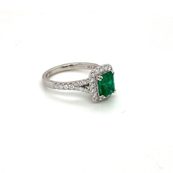 Emerald Ring Image 3 Toner Jewelers Overland Park, KS