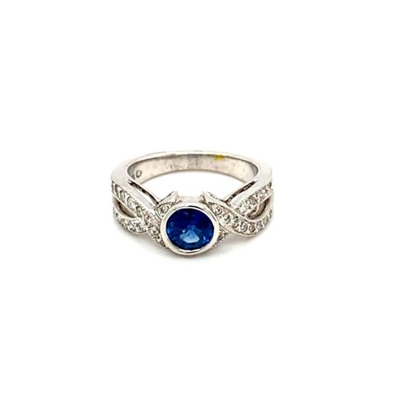 Round Sapphire Ring with Twisted Diamond Shank Image 2 Toner Jewelers Overland Park, KS