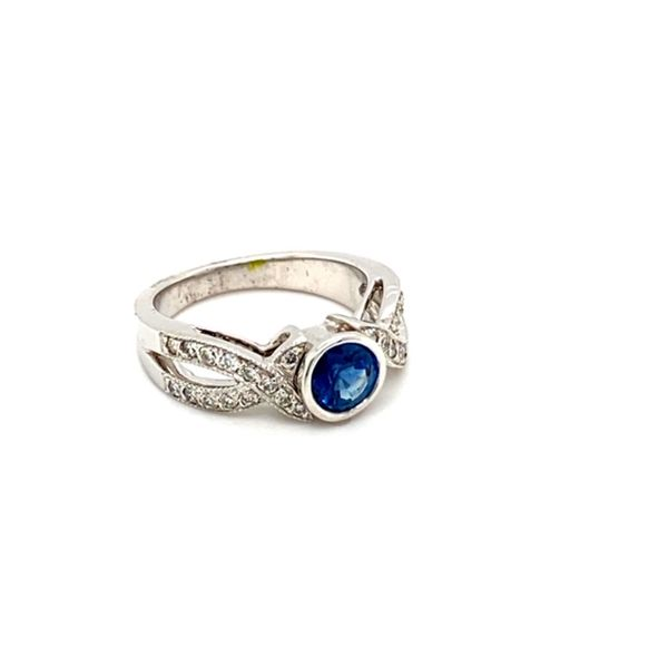 Round Sapphire Ring with Twisted Diamond Shank Image 3 Toner Jewelers Overland Park, KS