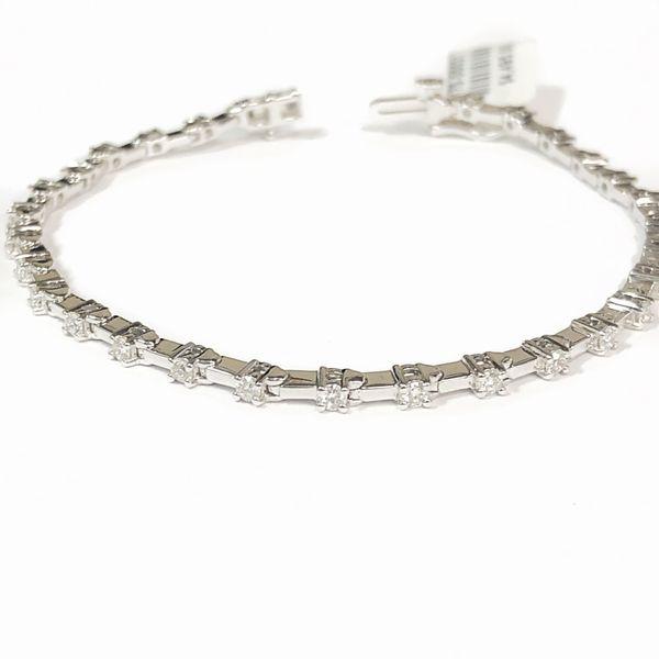 14K White Gold Diamond Tennis Bracelet Vandenbergs Fine Jewellery Winnipeg, MB